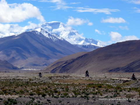 Riding across the Tibet Plateau